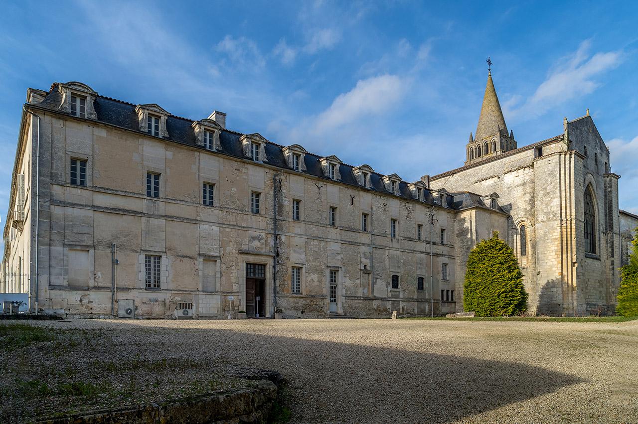 Abbaye De Bassac 190209061237235394