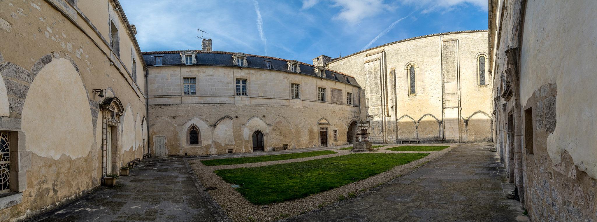 Abbaye De Bassac 190209061241594438