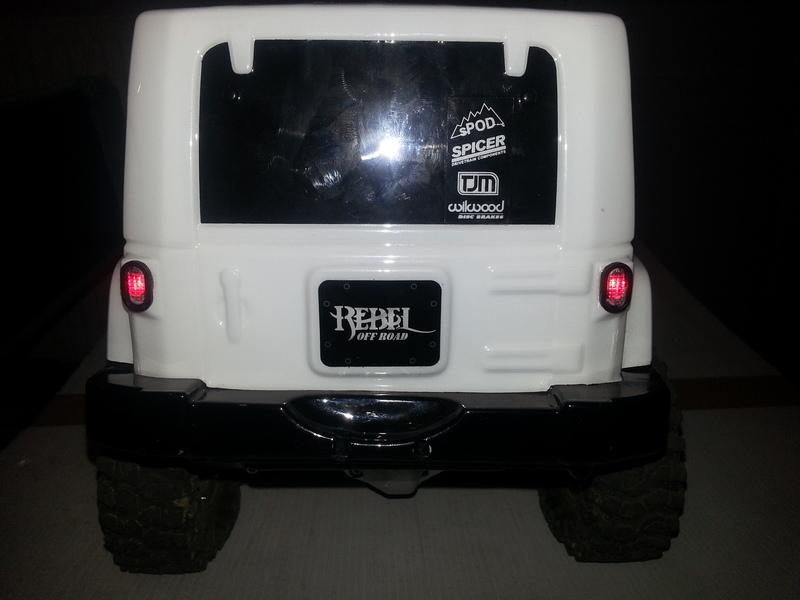 créer des phares ou des feux arrière quand la carro lexan n'en a pas ...  190224080529557632