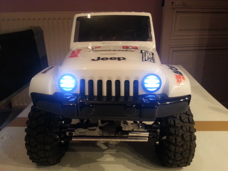 créer des phares ou des feux arrière quand la carro lexan n'en a pas ...  190224082712700698
