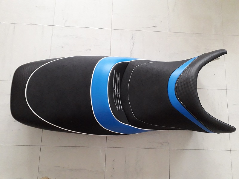 1000 GTS: Ligne inox avec AKRA et selle confort 190407073401366344