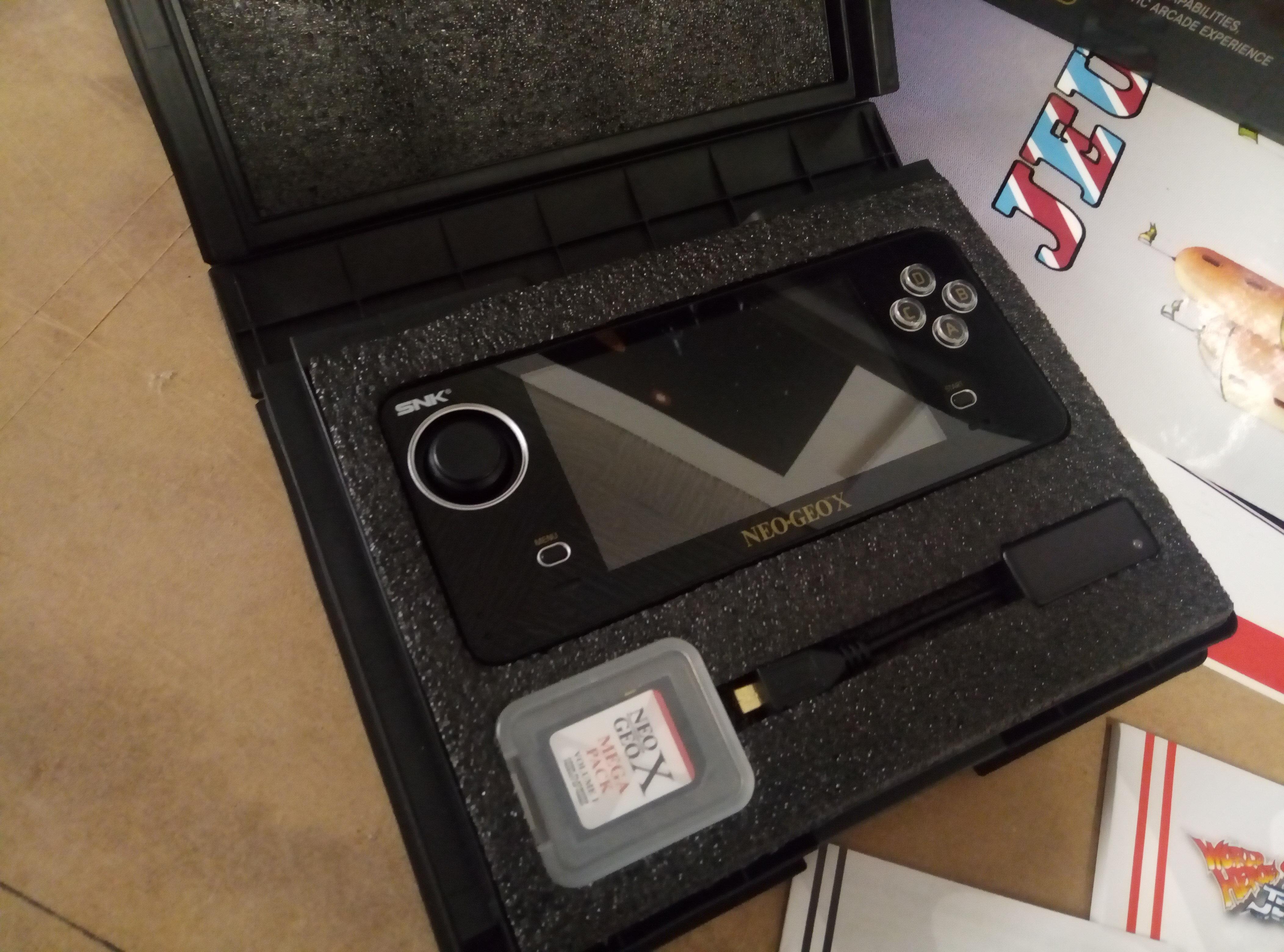 [VENDU] NeoGeo Pocket + NeoGeo X + Flashmasta le tout en box + GameCube 19041806035024754