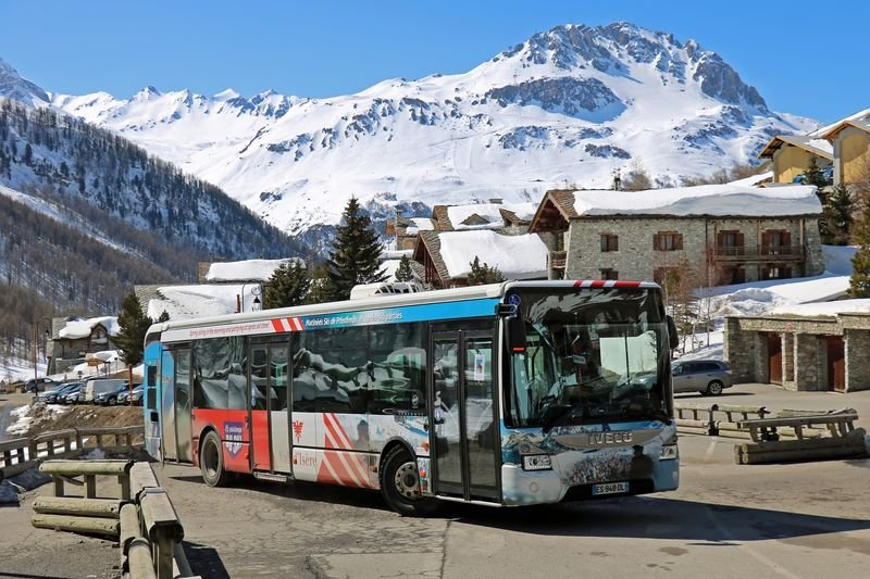 B IVECO URBANWAY-12 [ES-948-DL] VAL D'ISERE LE FORNET (1)