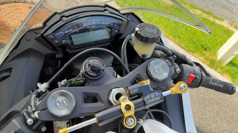 Kawasaki 1000 ZX-10R 2014 avec CG - 10500 KM - 7 400 € 190506094526499592