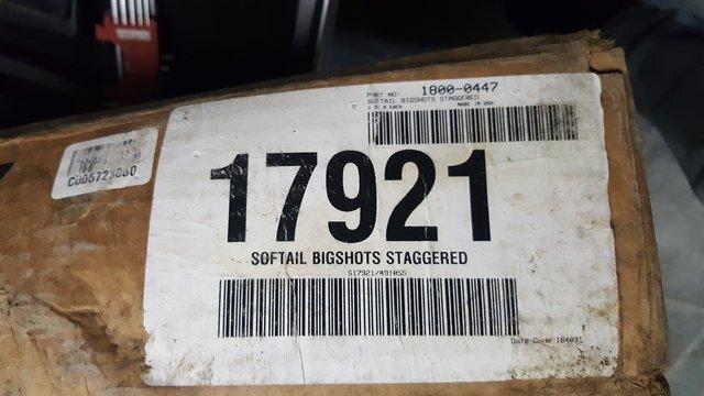 Recherche patte fixation Vance&hines Bigshot Staggered. 190529120513295390