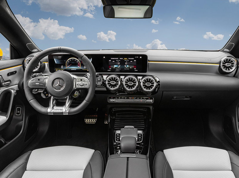 Mercedes-Benz CLA 35 AMG Shooting Brake Interior