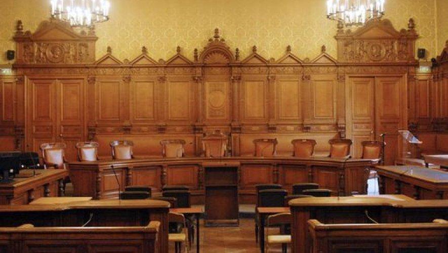Le palais de Justice de L'île de la Cité, Paris, et la salle du Tribunal révolutionnaire 190629102502354945