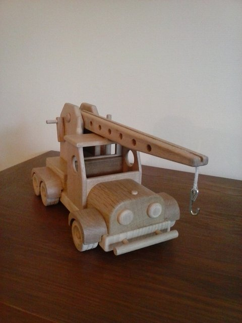 Un camion grue 190816041656991230