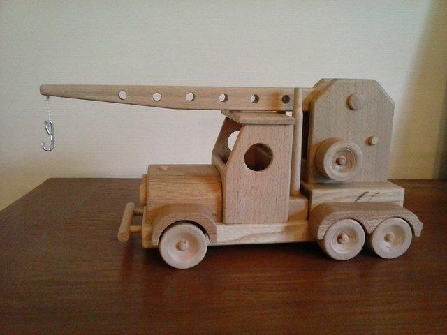 Un camion grue 190816041657207935