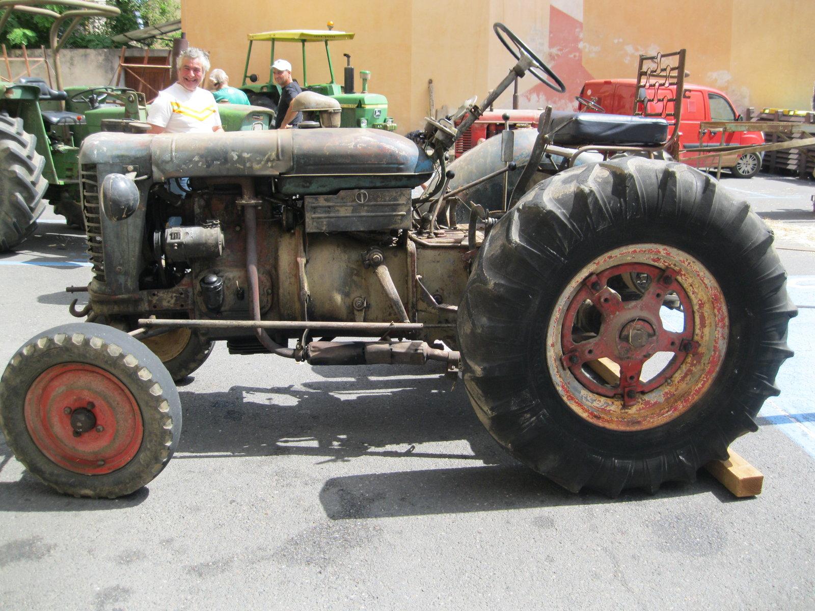 véhicules et matériel ancien  190818075604143623