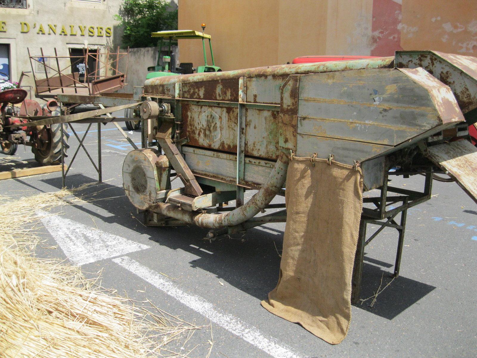 véhicules et matériel ancien  190818075819537374