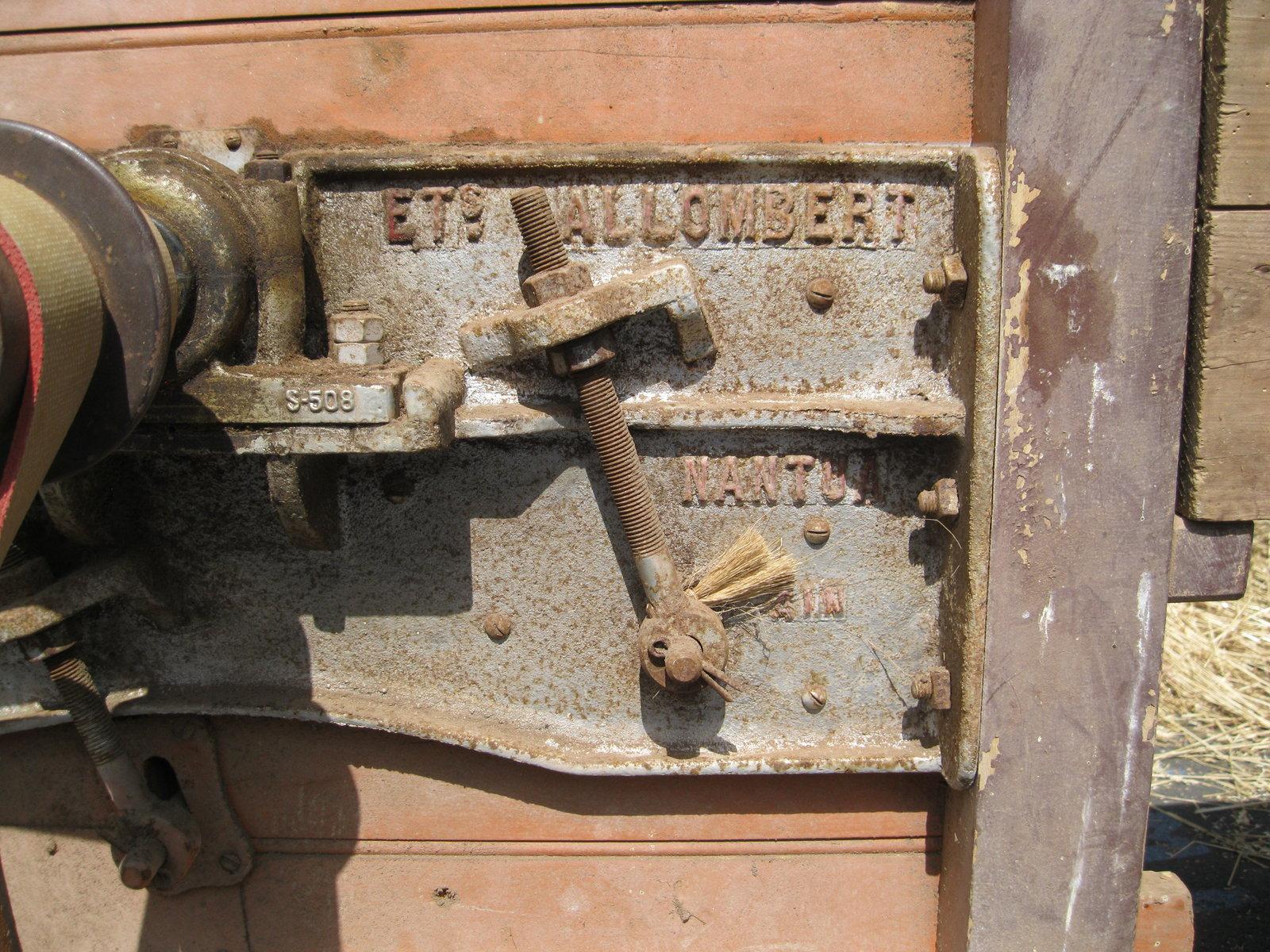 véhicules et matériel ancien  190818080616519226