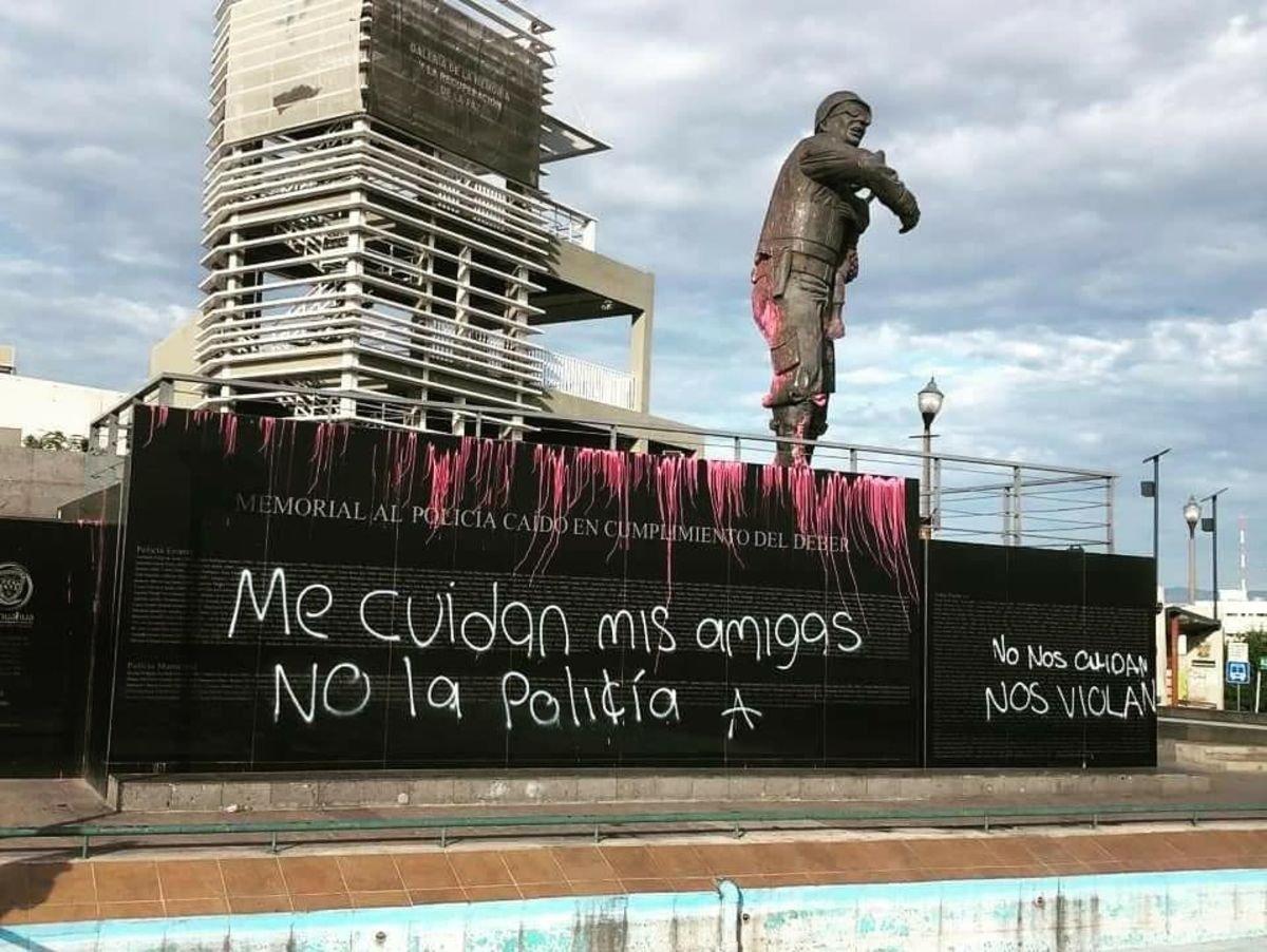 2019-08-16 Mexico Colère après viol par flics 26 Tag à Chihuahua