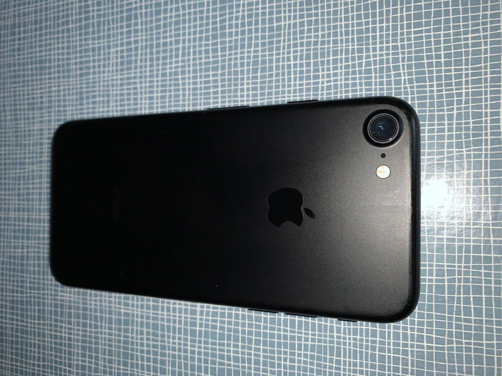 iPhone_7_32Go_03