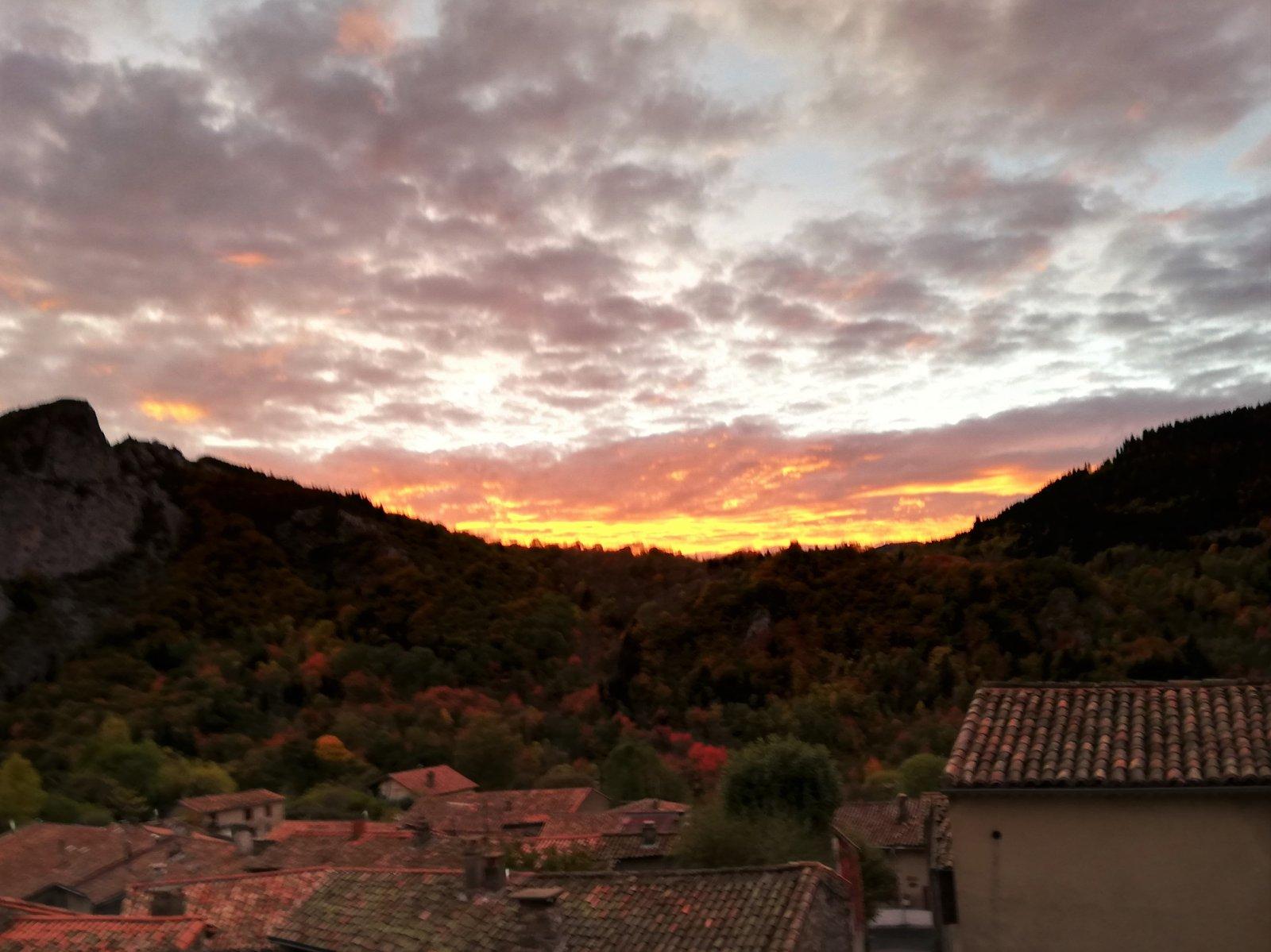 Encore un beau ciel à Montségur dans Actualité locale 191104082033953342