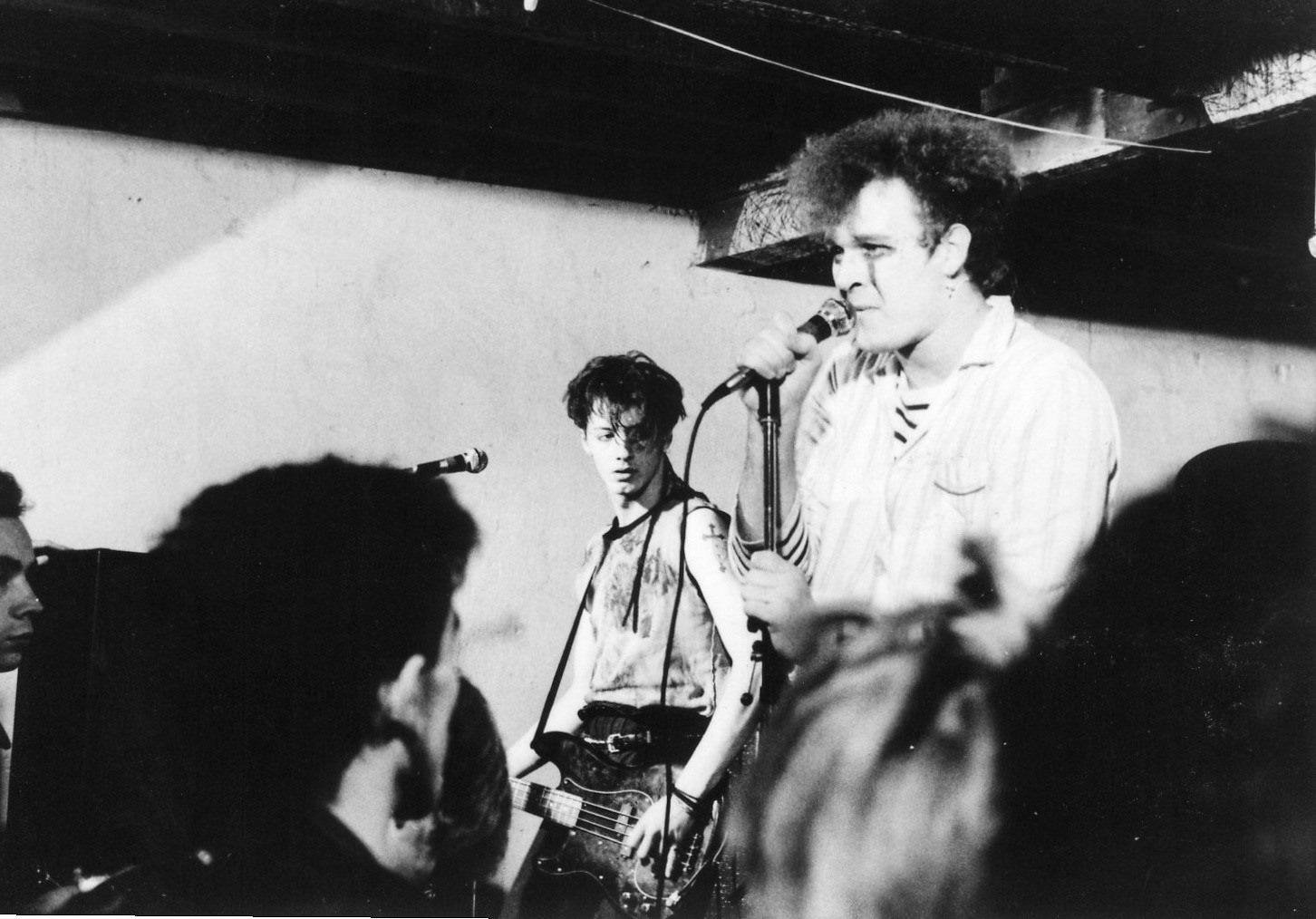 Les Martyrs avec Marc(o) Neves (futur-chanteur de Treponem Pal) et St?phane ''T?n?bre'' Fenestre (ex Bondage-T) au Gibus (je pense) vers fin 1982