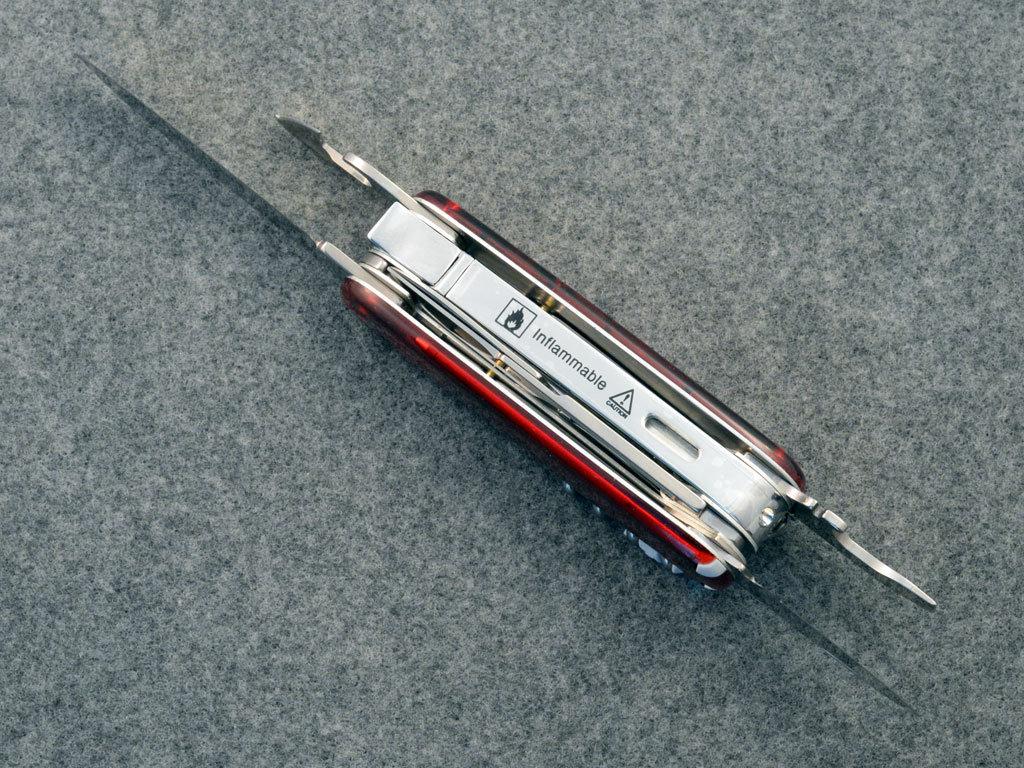 1024x768_Victorinox SwissFlame.