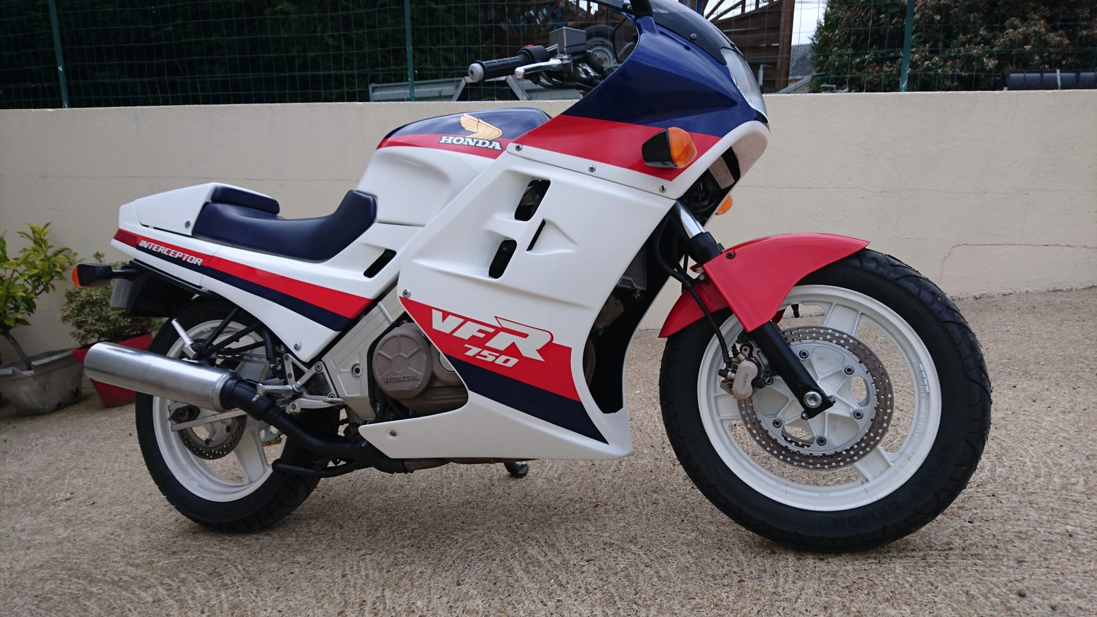 Projet VFR 750 F, 6X, NW6, RK - Page 3 200119055750322074