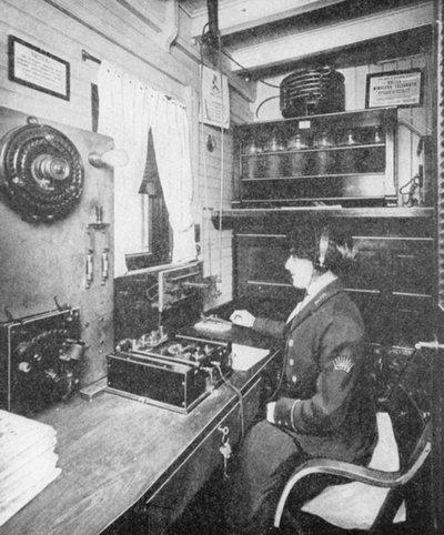Les opératrices radio 200202073743544227