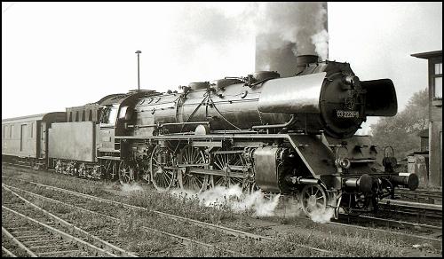 Inauguration du chemin de fer Trans-Persan 200223124157869419