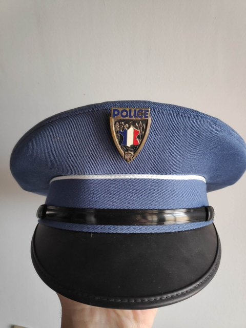 Indentification ancienne casquette police 200427122955308211