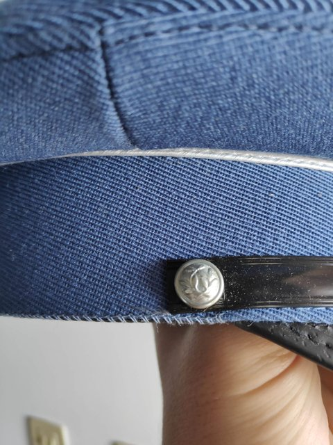 Indentification ancienne casquette police 200427122955520503