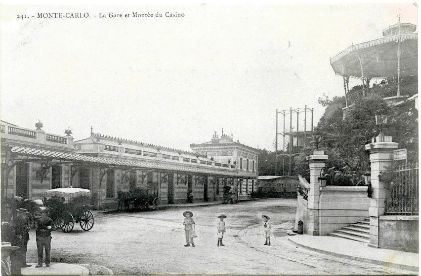 Monte-Carlo-La-Gare-et-Montee-du-Casino_900x900