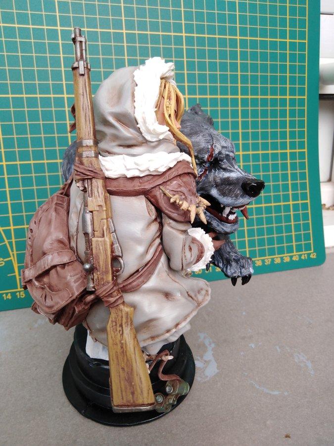 Figurine L'enfant et le loup E2046
