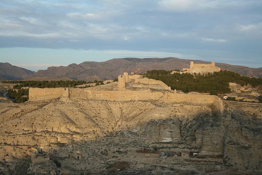 Le «château» en al-Andalus : un problème de terminologie dans Architecture & Urbanisme 200625122356120813