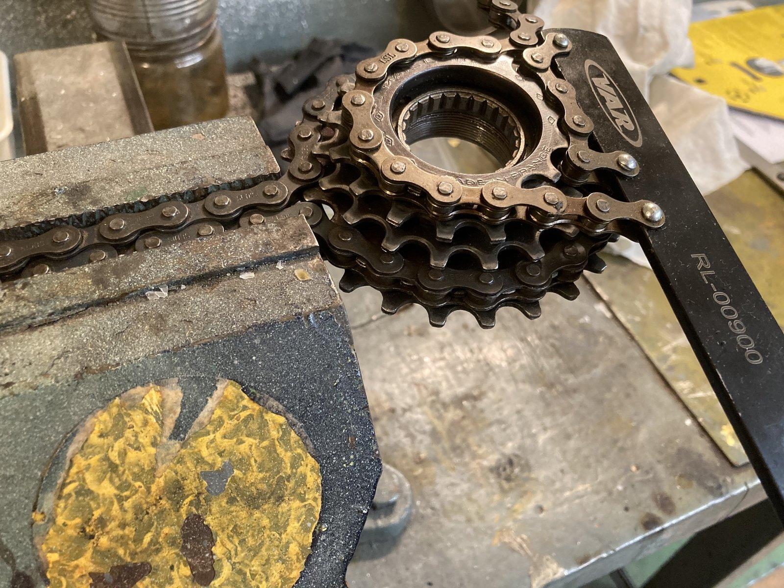 Pignons roue libre Maillard 5V (très) récalcitrants ... une idée ? 20070108485111177
