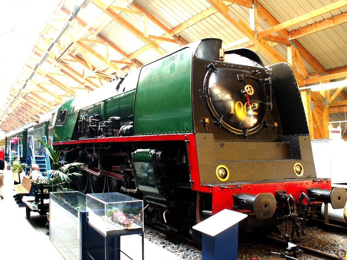 2011-09-25_SNCB_steam_loc_typ_1_(1.002)_at_Treignes_rail_museum_CFV3V