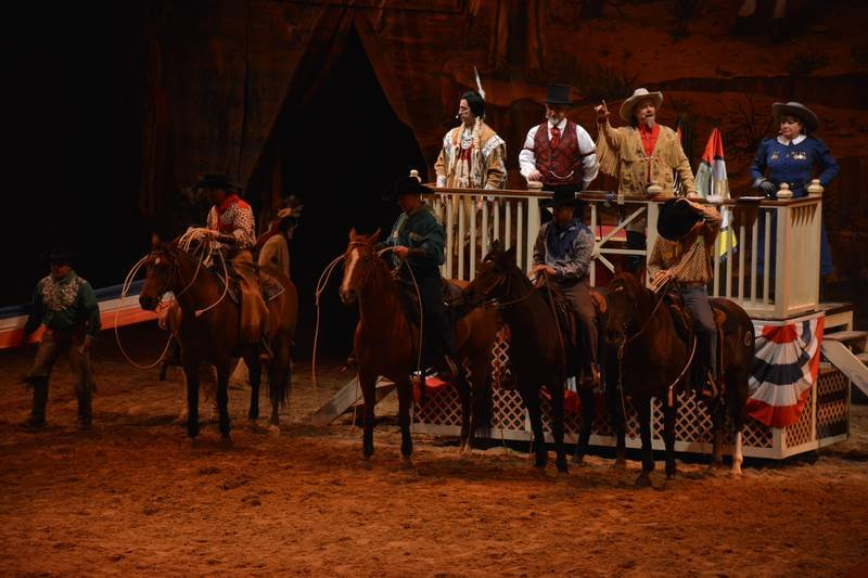 La Légende de Buffalo Bill [Disney Village - 1992-2020] - Page 11 201205094310436235