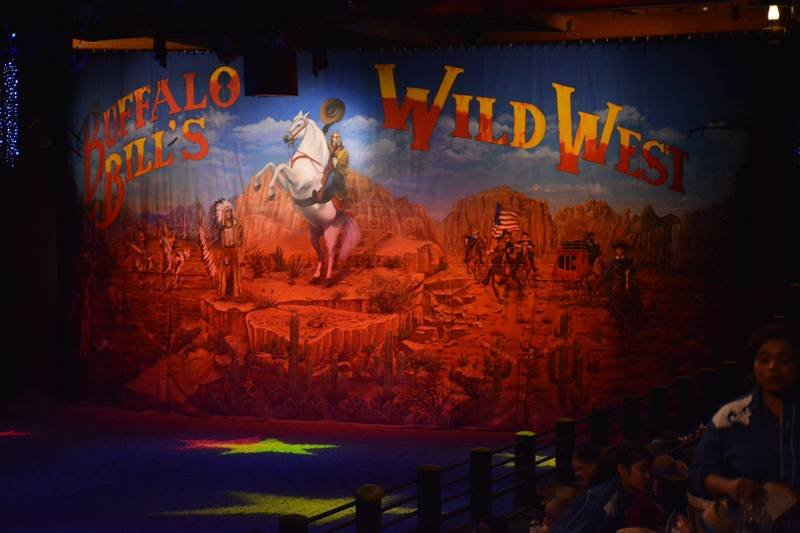 La Légende de Buffalo Bill [Disney Village - 1992-2020] - Page 11 201205094312286