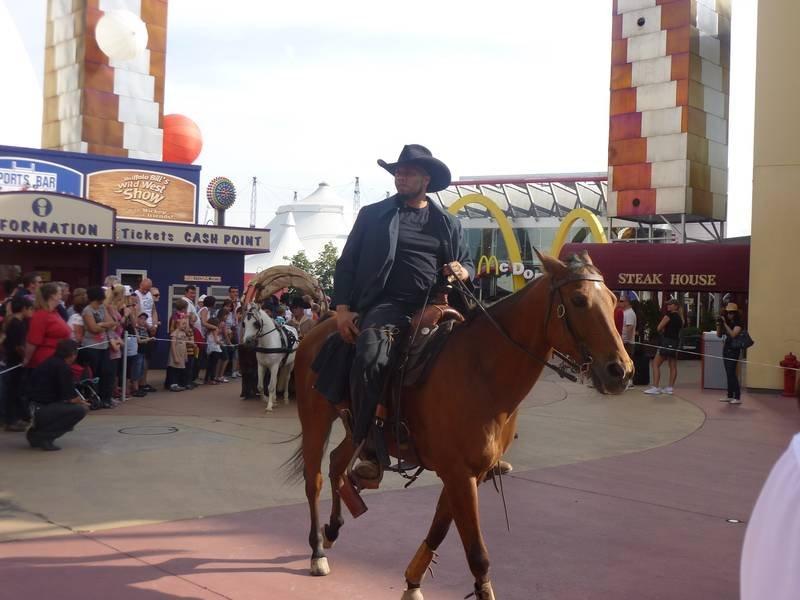 La Légende de Buffalo Bill [Disney Village - 1992-2020] - Page 11 201205103126440799
