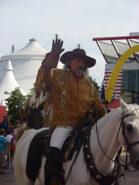 La Légende de Buffalo Bill [Disney Village - 1992-2020] - Page 11 201205103127855960