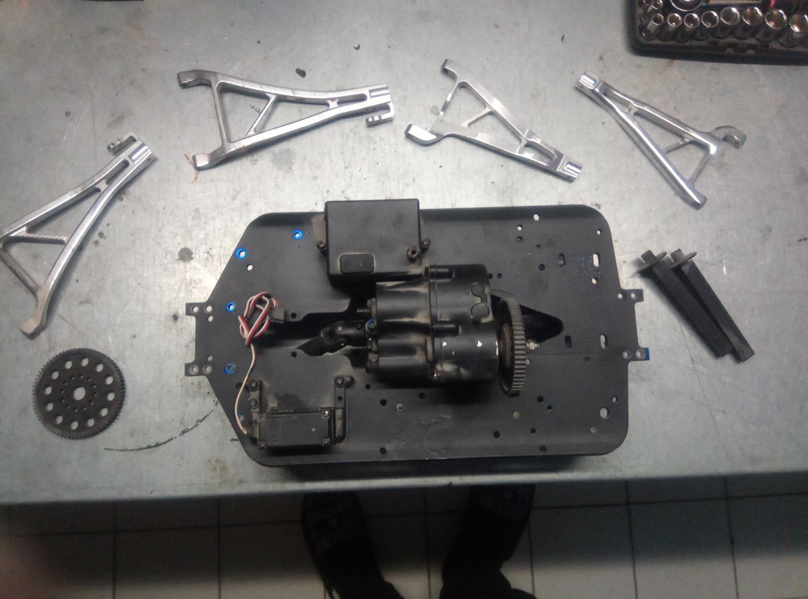[DONNE] Pieces E-Maxx Thermique & Revo / E-Revo 201213050319466405