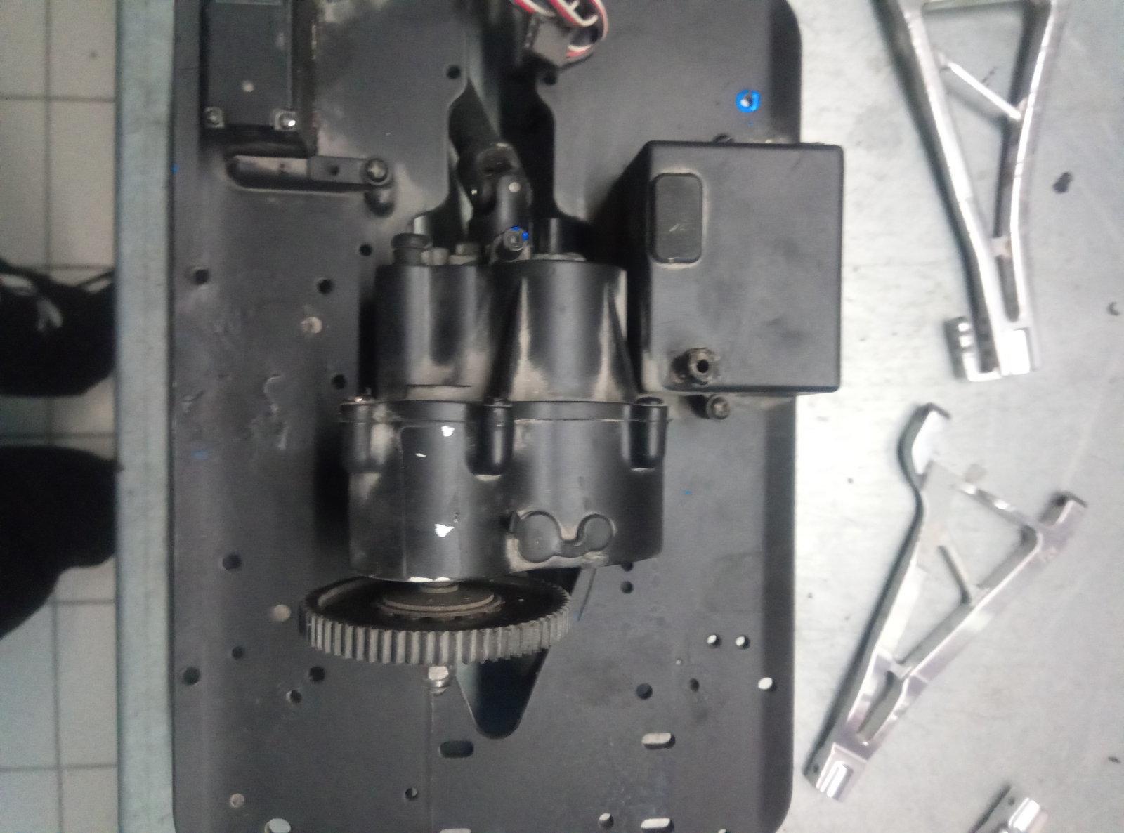 [DONNE] Pieces E-Maxx Thermique & Revo / E-Revo 201213050350121853
