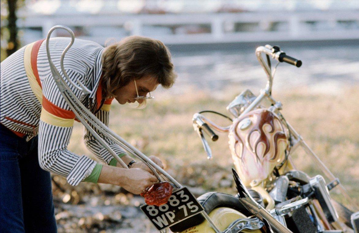 CHOPPER ( MOTEUR HARLEY SHOVELHEAD ) DE JOHNNY HALLYDAY ( 1971 ) 201231094420465431