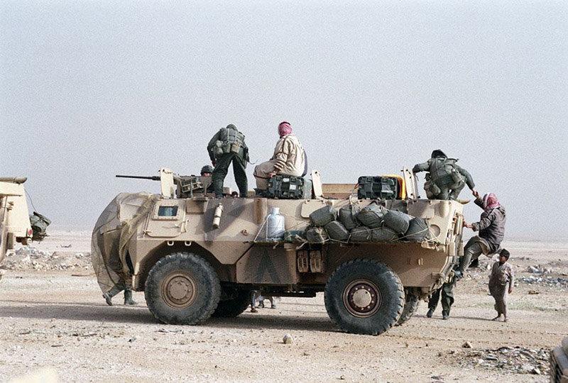 "[HELLER] SAVIEM VAB 4x4 ""Daguet"" en IRAK 1/72ème Réf 79898 210106105949344549"