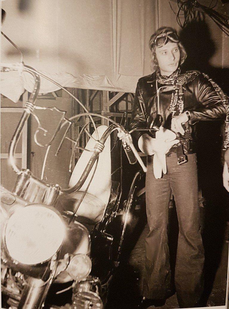 HARLEY-DAVIDOSN FLH 1200 ELECTRA GLIDE DE JOHNNY HALLYDAY ( 1968 ) 210111114636117835
