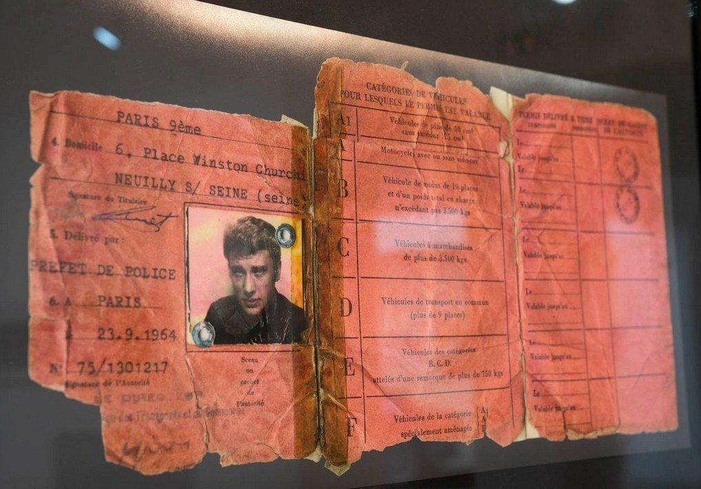 Voitures diverses utilisées par Johnny Hallyday  - Page 2 210116071227591119