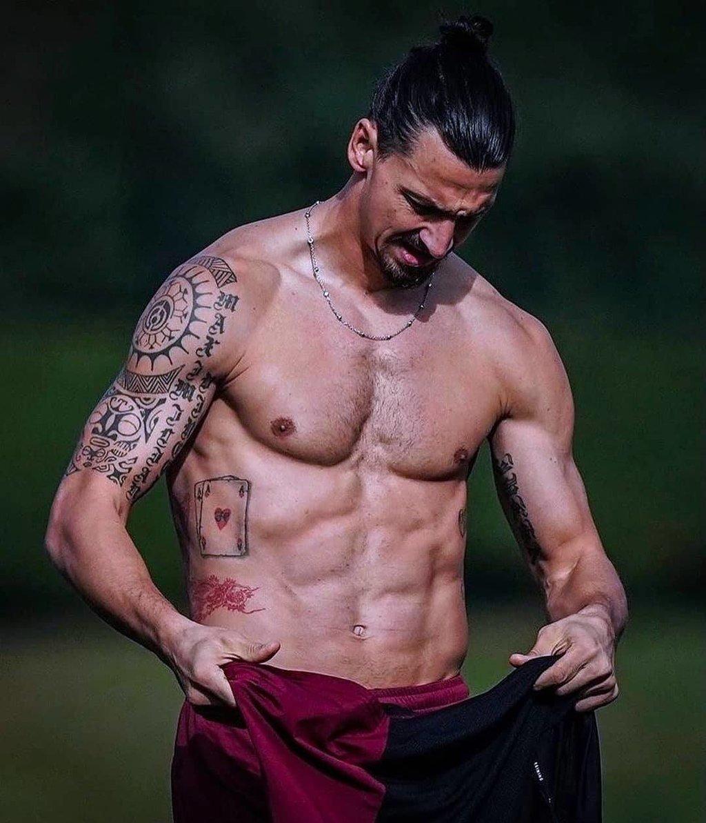 zlatan_shirtless