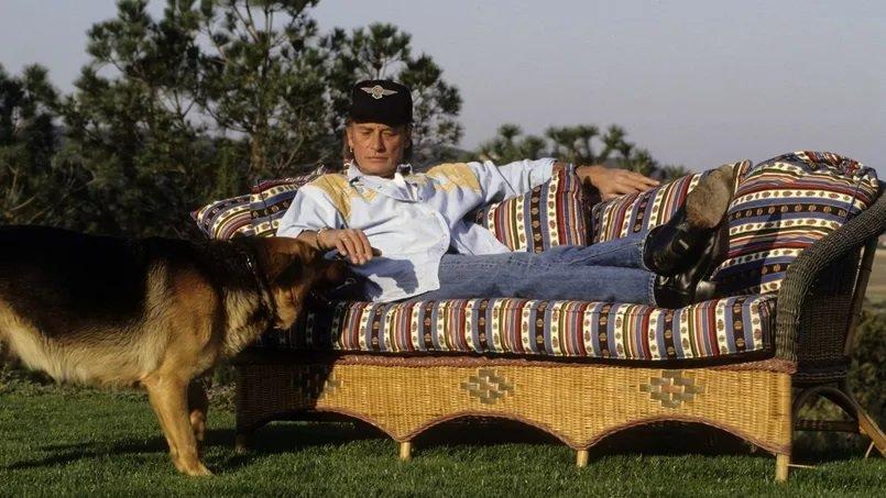 PROPRIETE OU A RESIDE JOHNNY HALLYDAY ( 2/10 ) 'LA LORADA' ( 1990-2000 ) 210224032539113664