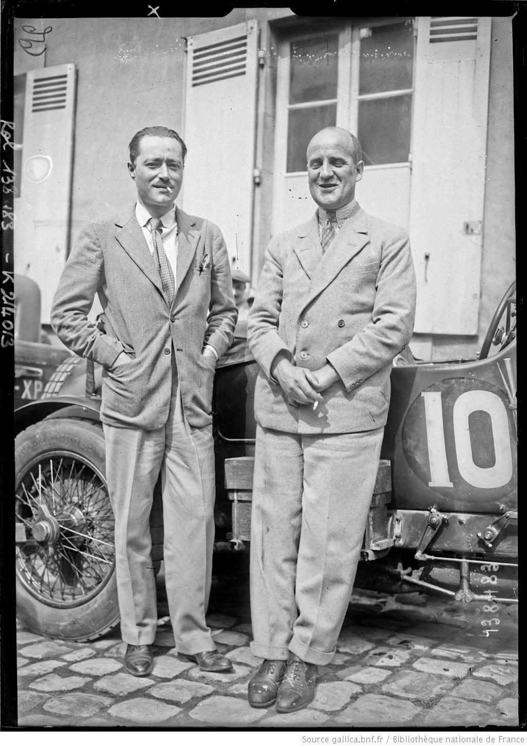 [De gauche à droite,] d'Erlanger, Benjafield sur Bentley [coureurs automobiles franco-britanniques, au pesage des 24 h du Mans, le 130629]  [photographie de presse]  [Agence Rol].
