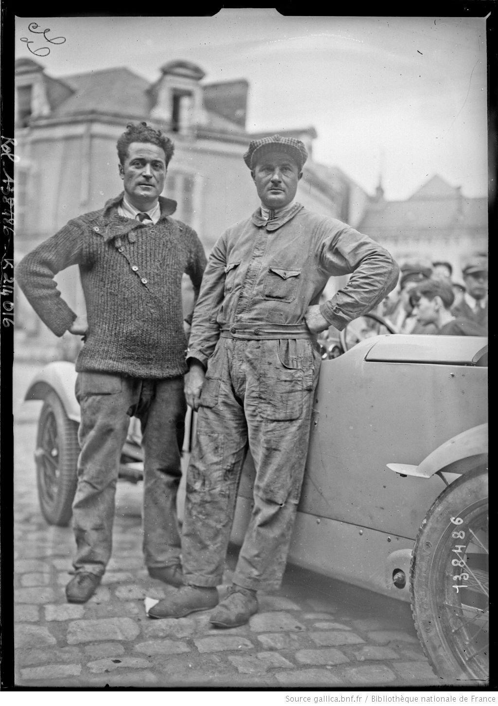 De gauche à droite, Auguste] Caralp, [Louis] Devaux sur BNC [coureurs automobiles français, au pesage des 24 h du Mans, le 130629]  [photographie de presse]  [Agence Rol].