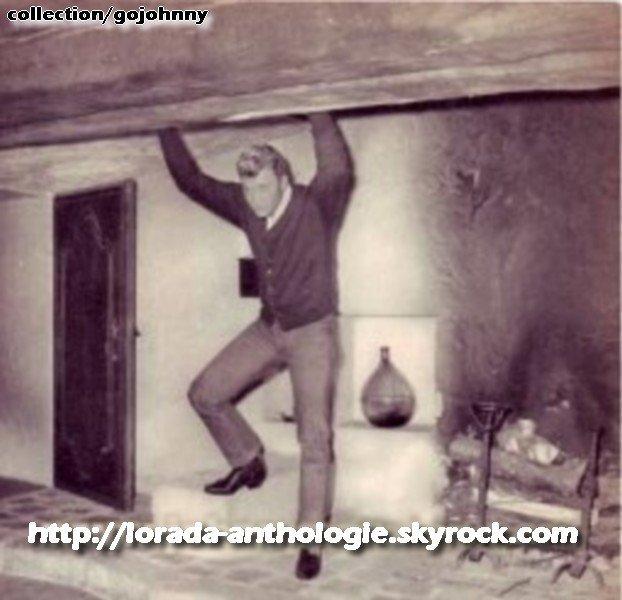PROPRIETE OU A RESIDE JOHNNY HALLYDAY 'GROSROUVRE ( 1963-1965 ) 210311021422238263