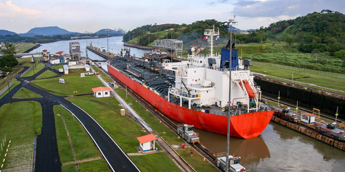 Le stratégique canal de Puerto Tula.