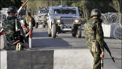 Le long de la frontière francisco-kotioïte, de nombreux checkpoints impériaux ont laissé passer les convois militaires en partance pour Kotios, sous le regard médusé de ses citoyens.