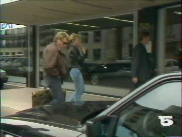 MERCEDES 560 SEC AMG DE JOHNNY HALLYDAY ( 1988 ) 210814025654109562