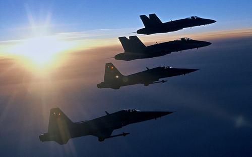 Escadrille d'avions de chasse albelais, en soutien aux frappes aériennes.
